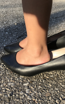 Should Kids Wear Shoes or Be Barefoot?